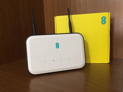 مودم رومیزی EE B625-261 CAT12 720Mbps CPE Router